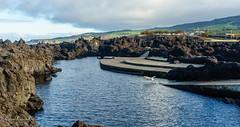 Terceira: Piscinas Naturales (enricrubioros1) Tags: lansdcape mar biscoitos terceira aores azores piscinasnaturales rocavolcnica perro