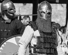 Soldat du Roi (Kaya.paca) Tags: ftemdivale joute combat soldatduroi t aot mdival personnage costume citadelle sisteron alpesdehauteprovence france canon noiretblanc