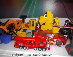 Der rote Flitzer...Traumauto (Dieter14 u.Anjalie157) Tags: joel tiago freunde spielzeug brüder