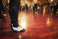 Listo para comenzar a bailar... (Josy Thomas) Tags: dance shoes zapatos dancefloor baile danceshoes