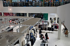 Shopping at Simons (caribb) Tags: autumn canada simon fall retail modern shopping store montral quebec montreal escalator clothes clean departmentstore qubec shoppingmall lookingdown shoppers simons 2014 retailstore anjou villedanjou c365 escalatorview lesgalleriesdanjou