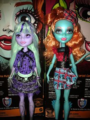 Lorna size comparison to little sister size. She's a bit taller the the original litter sister body, I think it's the fact she has a longer neck than the others. (Venus_Forever) Tags: monster high doll dolls wishes 13 exchange mattel lorna twyla mcnessie