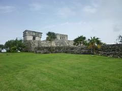 P1020371 (ferenc.puskas81) Tags: america mexico temple ruins riviera maya god central july tulum dio castillo 2010 centrale messico descending luglio tempio discendente