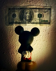 If I were a rich mouse (Aviones Plateados) Tags: money canon rebel dream disney dollar mickeymouse 100 1964 yiddish fiddlerontheroof topol onehundred dibby tevye yubby t2i lamanoamiga sheldonharnick jerrybock eos550d kissx4