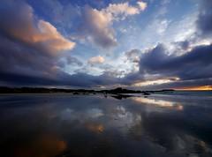 Un paseo por las nubes....... (T.I.T.A.) Tags: sky playa galicia cielo nubes pontevedra tita reflejos lanzada sanxenxo alanzada lalanzada carmensolla carmensollafotografía carmensollaimágenes