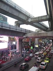 """Siam : métro aérien, embouteillages et centres commerciaux démesurés <a style=""""margin-left:10px; font-size:0.8em;"""" href=""""http://www.flickr.com/photos/83080376@N03/15462515388/"""" target=""""_blank"""">@flickr</a>"""