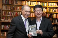 """Integrantes do Espaço Democrático lançam livro sobre manifestações de 2013 • <a style=""""font-size:0.8em;"""" href=""""http://www.flickr.com/photos/60774784@N04/15579264256/"""" target=""""_blank"""">View on Flickr</a>"""