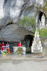 France-002075 - Grotto Service (archer10 (Dennis) REPOSTING) Tags: france church sony free dennis jarvis sanctuary lourdes lafrance globus iamcanadian la france freepicture dennisjarvis archer10 dennisgjarvis nex7 18200diiiivc
