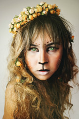 Wild. (TheJennire) Tags: camera light portrait people luz me girl look animal self canon cores photography photo costume eyes olhar colours foto lion young makeup olhos colores lips greeneyes teen fawn ojos cheeks 365 fotografia bangs mirada curlyhair camara flowercrown 365days tumblr