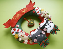 Guirlanda de Natal (Meia Tigela flickr) Tags: natal casa artesanato artesanal gatos guirlanda gato feliznatal porta gata manual feltro doce decorao gatinho gatinhos gatas biscoito gatinha bordado enfeite natalina bichinho botes decorativo natalino