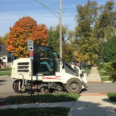 Brookfield street cleaner. (Chicago Rail Head) Tags: mondaynov12016 thedayafter streetcleaner brookfieldil elginpelican streetsweeper