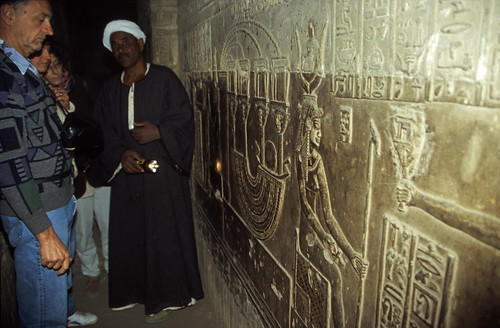 "Ägypten 1999 (535) Krypta im Tempel von Dendera • <a style=""font-size:0.8em;"" href=""http://www.flickr.com/photos/69570948@N04/30339325864/"" target=""_blank"">View on Flickr</a>"