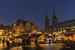 Bremen Weihnachtsmarkt (hph46 --- for some time absent) Tags: bremen weihnachtsmarkt deutschland germany norddeutschland markt rathaus dom blauestunde sony alpha7r