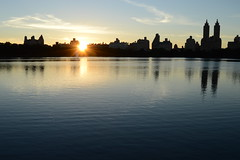 Jacqueline Kennedy Onassis Reservoir (simon.stoelben) Tags: newyork nyc ny newyorkcity centralpark jacquelinekennedyonassisreservoir lake reservoir sunset sundown sun september city manhattan manhattanisland park