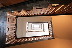 speculoos (Fotoristin - blick.kontakt) Tags: stairs staircase hamburg bugenhagenhaus warm lines abstract speculoos banister treppe treppengeländer treppenhaus brown light fotoristin