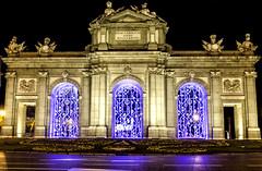 7 de enero de 2017, 00:00, últimos segundos del alumbrado navideño (Mar_Alonso) Tags: puerta alcala madrid city noche luces navidad