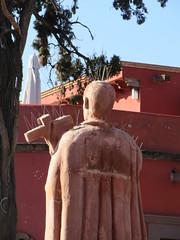 Spiky churchman statue, Templo del Oratorio de San Felipe Neri, San Miguel de Allende, Mexico (Paul McClure DC) Tags: sanmigueldeallende mexico bajo guanajuato nov2016 church historic sculpture