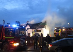 Lydiate's historic Scotch Piper Pub goes up in flames (White Pass1) Tags: thatchedroof thatchedrooffire scotchpiperpub scotchpiper lydiate merseyside historicpub wow