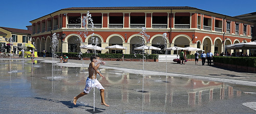 Serravalle outlet new fountain in 2016