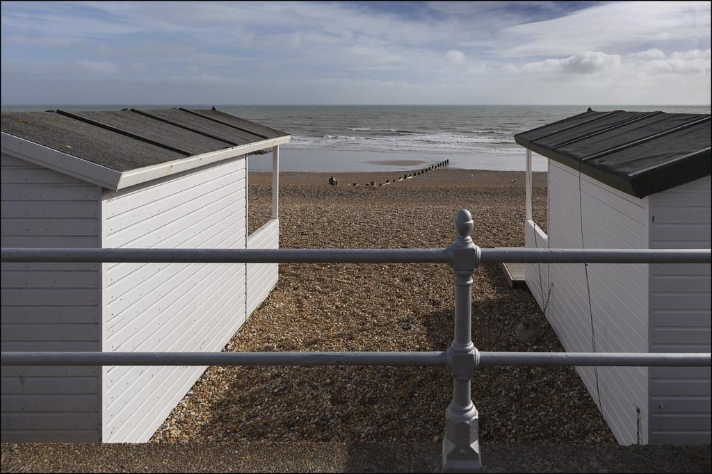 Bexhill beach huts (ay36 11/16)