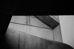 Untitled (Are You Looking Closely) Tags: london londonist londonphoto londoner art architecture architectural brutalism brutalist modernist modernism progressive tate tatemodern bw blackandwhite blackwhite fujifilm fujifilmuk fujiholics curves lines abstract