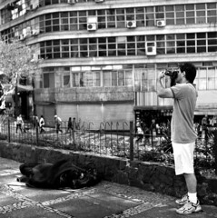 Sao Paulo Downtown (Renan Catto) Tags: 6x6 film mediumformat downtown fuji saopaulo homeless fujifilm agfa acros100 médioformato yashicamatem centrodesãopaulo duoscan