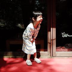 Marilyn MiuMiu ( aikawake) Tags: wood windows red smile pose kid marilynmonroe famous skirt littlegirl  littlechild