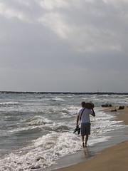 Du Bois (Annie in Beziers) Tags: autumn man france beach sunshine october mediterranean artist ben warmth barefoot sculptor homme beachcombing hraultlanguedoc annieinbziers vendresplage