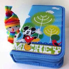 กระเป๋าใส่ซีดี 80 แผ่น ลายมิกกี้เมาส์ลิขสิทธิ์ดิสนีย์ Mickey Mouse ของแท้ สีฟ้า - พร้อมส่งIS1003 ราคา179บาท กระเป๋าใส่ซีดี กล่องใส่ซีดี ลิขสิทธิ์ของแท้ลายมิกกี้เมาส์ดิสนีย์แลนด์ Mickey Mouse by Disney Land น่ารักสีฟ้าใส่เก็บซีดีได้ 80 แผ่น เปิดปิดด้วยซิปน