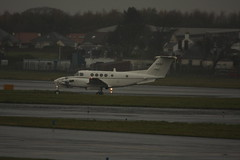 84-0157 (Rob390029) Tags: scotland us airport king glasgow aircraft aviation military air united marines states usm propeller beech prop prestwick pik ayrshire taxiing b200 c12f egpk 40157 840157