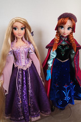 "Disney Store 17 "" Limited Edition dolls Anna and Rapunzel unboxed (Nayami) Tags: anna frozen disney rapunzel limitededition disneystore tangled disneyprincesses marchanna frozenanna disneystorelimitededitiondolls snowgearanna disneyledolls"