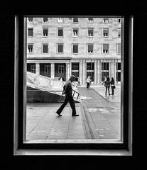 Solo (vivas12) Tags: street people urban blancoynegro monochrome person monocromo blackwhite nikon gente streetphotography bn zaragoza plazadelpilar streetphoto streetphotographer fotografiaurbana d3100