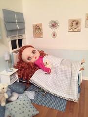 Freya & Her bed/ su cama
