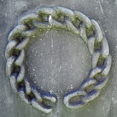 Broken Chain (Bigadore) Tags: whitebronze