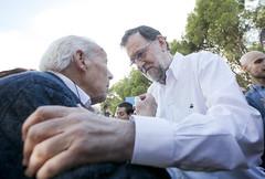 Mariano Rajoy saluda a un afiliado de 101 aos (Partido Popular) Tags: pp partidopopular rajoy marianorajoy aragon dadelafiliado