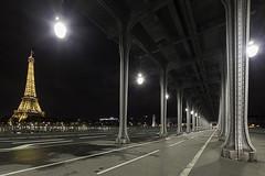 Pont de Bir-Hakeim (Guy Heaume) Tags: paris tour eiffel tower bridges night nuit light lumire lampadaire birhakeim pont mtro vanishing perspective architecture landscape