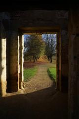 The doorway of Houghton House (Jayembee69) Tags: beds bedfordshire england uk unitedkingdom doorway ruin houghtonhouse avenue sunlight sunlit autumn