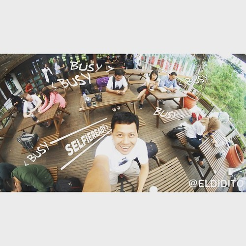 First world #selfie with single lens mode from #Gear360 problem. #360stories