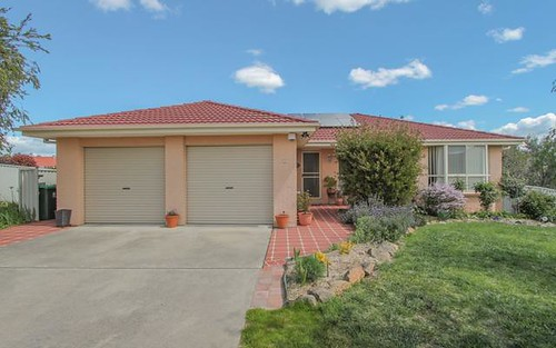 11 Ullathorne Close, Bathurst NSW 2795
