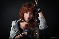 Emma Jimenez (Troylo@stur) Tags: emma micro bajo bass chica girl pelirroja guantes bajista