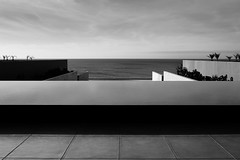 looking at horizon (3) (zzra) Tags: cabo san lucas marriott ocean infinity pool fountain mexico black white bw contrast