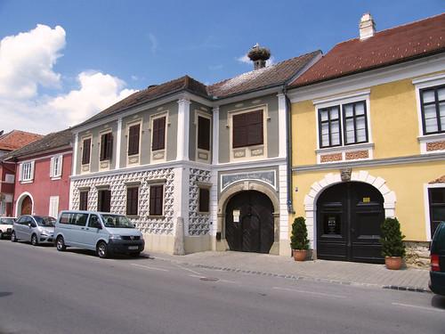 Ruszt, Főutca épületei