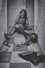 Marie (www.darnoc.fr) Tags: bleu rouge jaune pourpre canon eos6d eos 6d ef24105mmf4lisusm 24105mm 24105 femme modele blanc portrait studio fêtes nouvelan bonneannée 2017 bouteilles fatigue