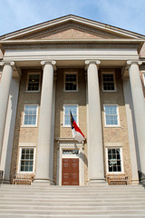 North Carolina (Mamluke) Tags: door windows building college century university flag south columns steps northcarolina southern bandera chapelhill unc 18thcentury addition portico 1798 drapeau eighteenth vlag 1814 universityofnorthcarolina chapelhillnorthcarolina southbuilding universityofnorthcarolinaatchapelhill mamluke bandierina markierungsfahne