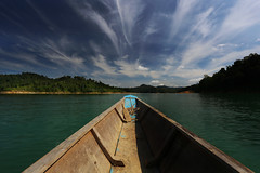 Seeking for adventure (Robyn Hooz) Tags: summer clouds boat barca nuvole paddle ombre malaysia borneo luci remo giungla