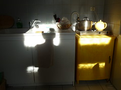non ikea kitchen (Poutik) Tags: morning kitchen yellow shadows teapot basic