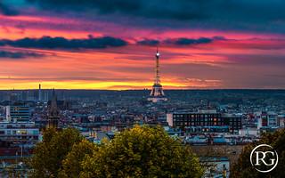 Dernières lueurs sur la capitale. PARIS