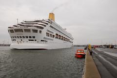 Oriana (larry_antwerp) Tags: cruise carnival haven port ship vessel antwerp oriana schip 9050137