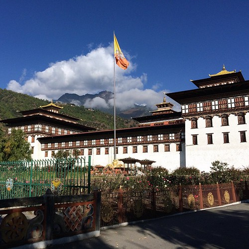 Half of Tashichhoedzong houses some government ministries and half of it is a monastery.  #bhutan #thimphu #wanderlust #travel