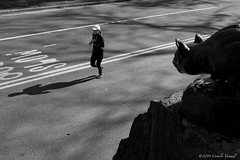 Danger from above (CVerwaal) Tags: nyc sculpture newyork centralpark jogging panther edwardkemeys stillhunt olympusem5 mzuiko17mmf18